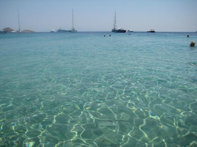 Praia de Psarou (Que água é essa?)