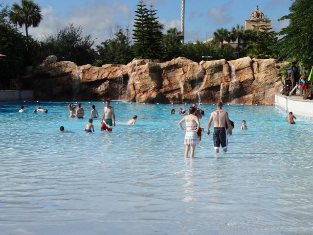 Aquatica - piscina com ondas