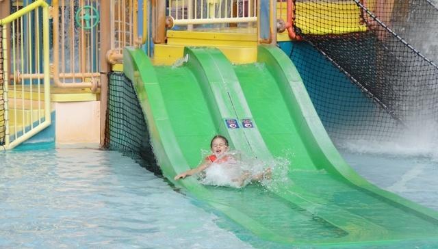 Aquatica - criança escorregando