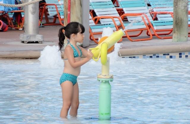 Aquatica - criança jato d'água