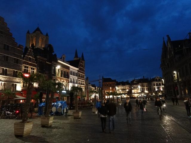 Gent - Rua Kortemunt (Noite)