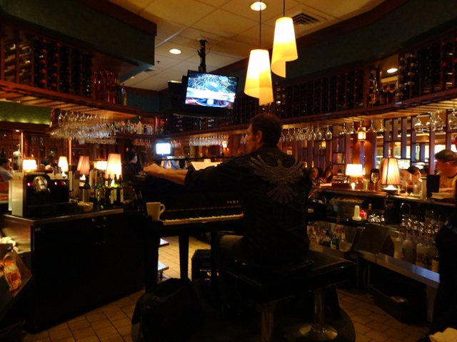 Orlando Restaurante - Seasons 52 - Tocando piano no bar