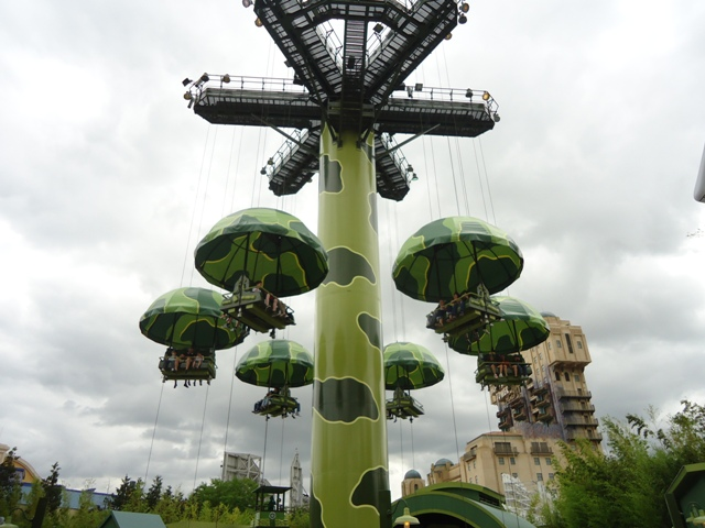 Disney Studios Park - Toy Soldiers Parachute Drop