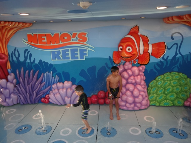 Disney dream Nemo reef