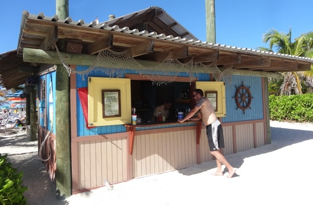 Disney_cruise_castway_cay_bar_1