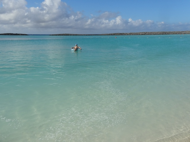 Disney_cruise_castway_cay_family_beach1_1
