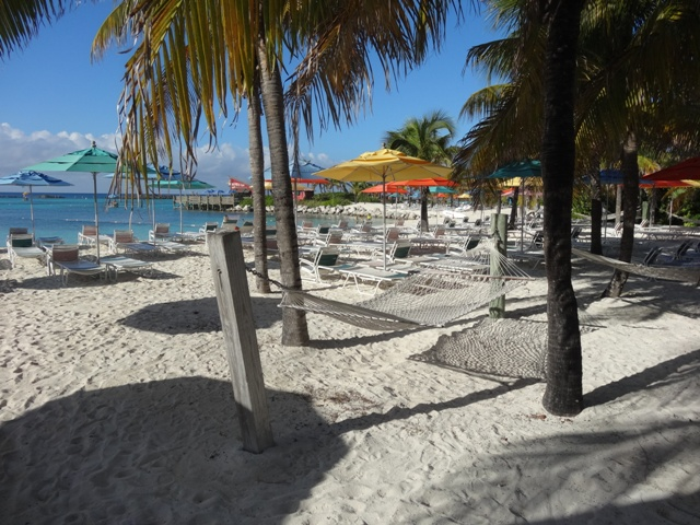 Disney_cruise_castway_cay_family_beach_1