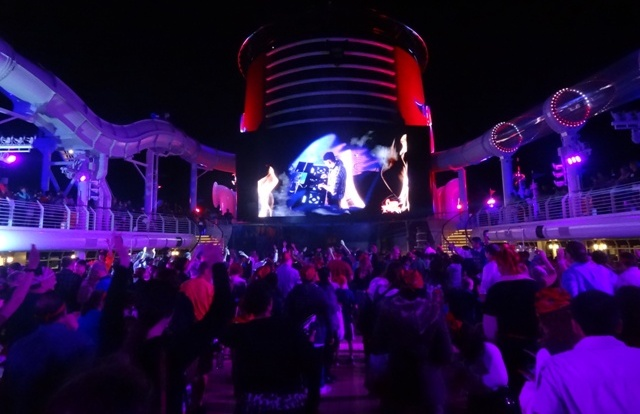 Disney_Cruise_show_dj_2
