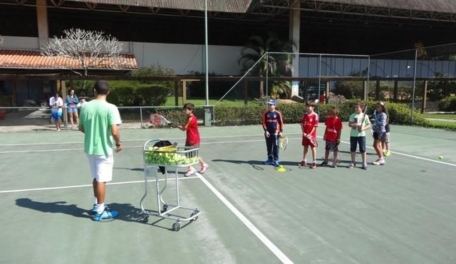 Club_Med_tenis_criancas